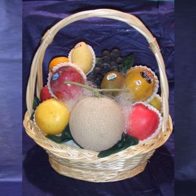 <strong>果物バスケット B</strong><br>御霊前にお供えするバスケットタイプ。