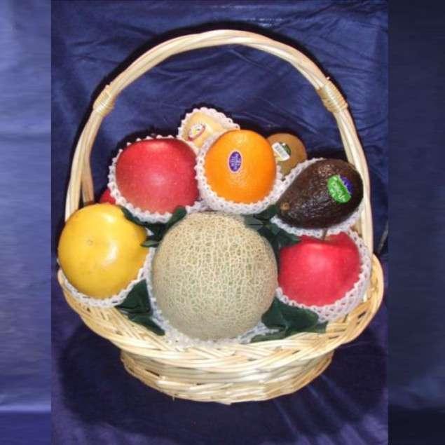 <strong>果物バスケット A</strong><br>御霊前にお供えするバスケットタイプ。