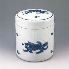 <strong>納骨具(鳳凰)一式</strong><br>白地に鳳凰の絵をあしらった高級壺です。