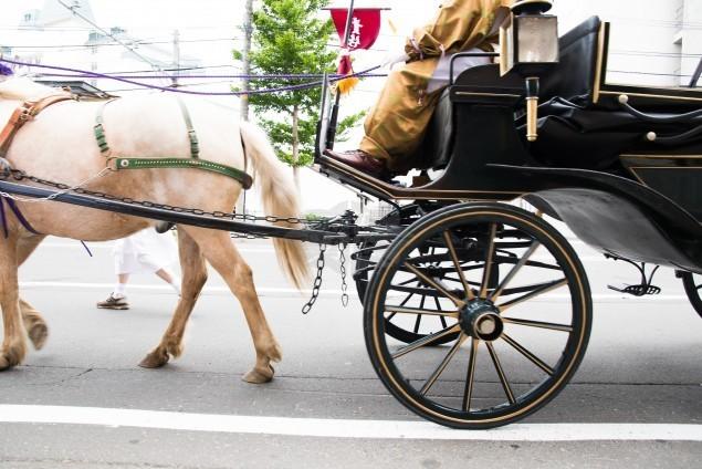 人気の演出「葬列」が一掃されたのはなぜ?